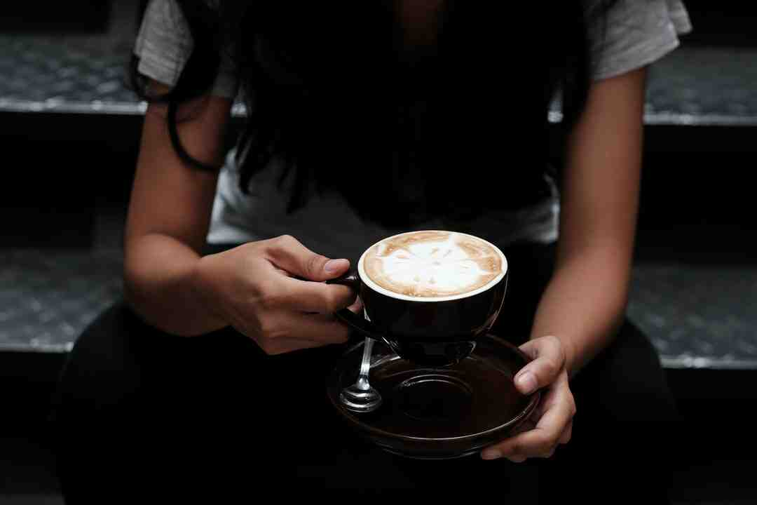 What's healthier flat white or latte?